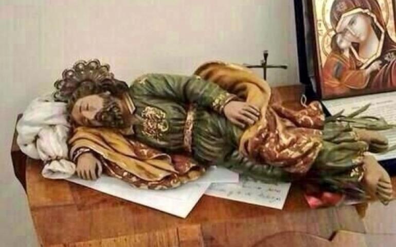 Tượng Thánh Giuse ngủ trong phòng ĐTC Phanxicô